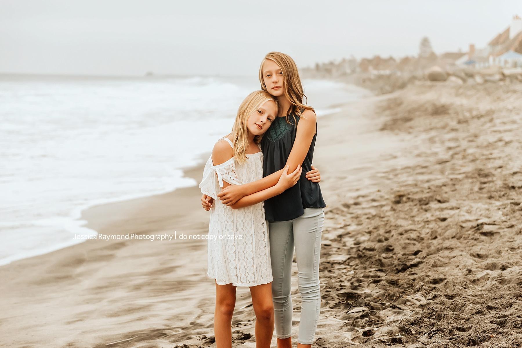 carlsbad beach family photos sisters hugging