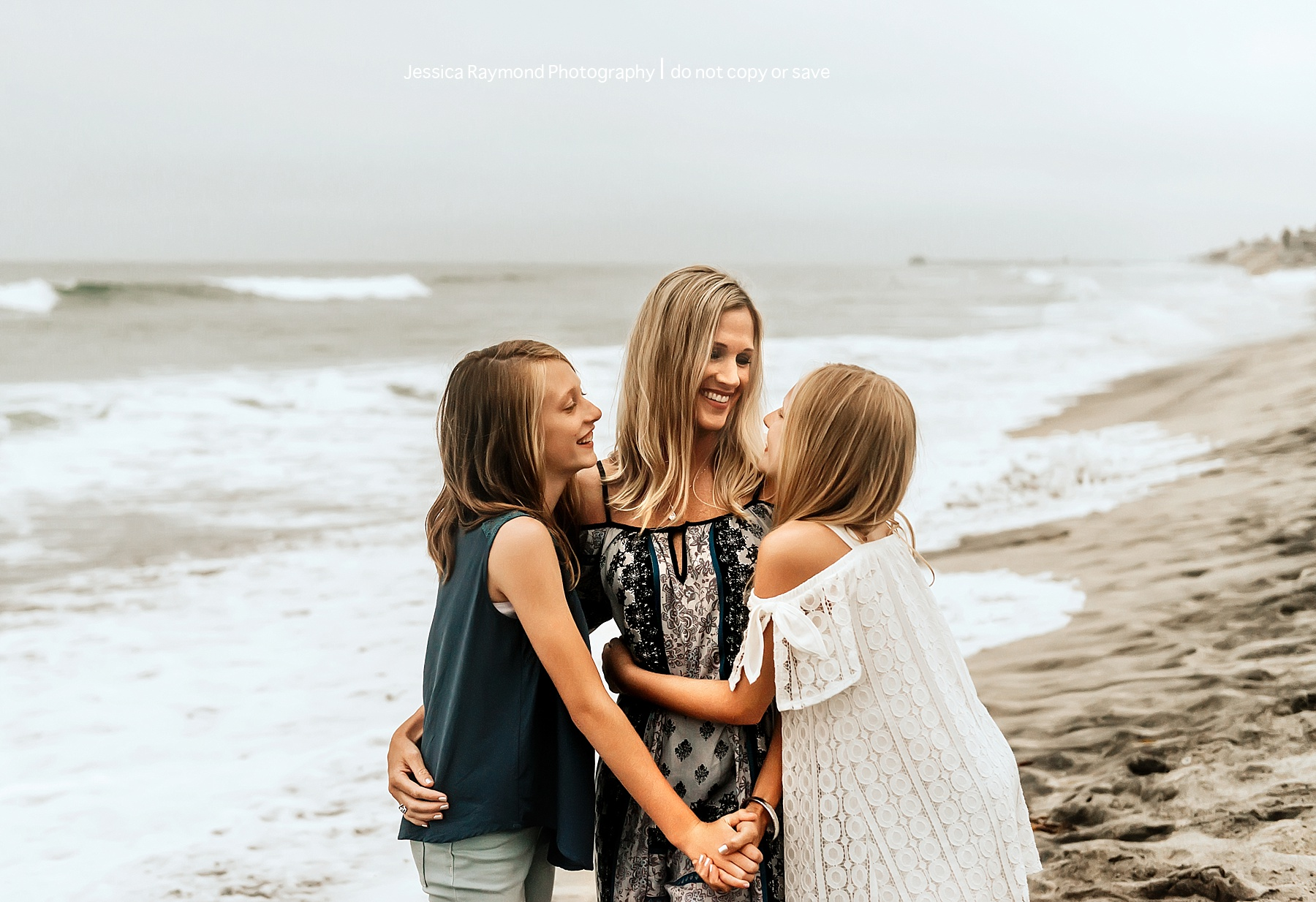 family beach picture ideas mom with daughters