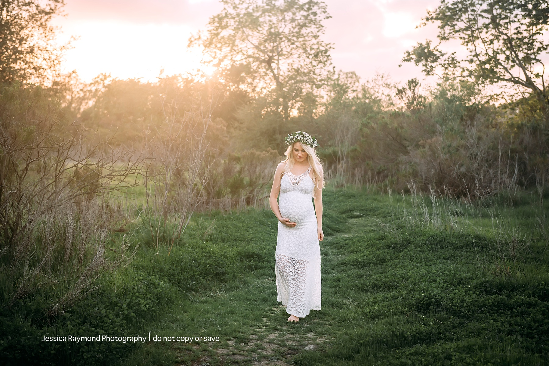 outdoor maternity session in field