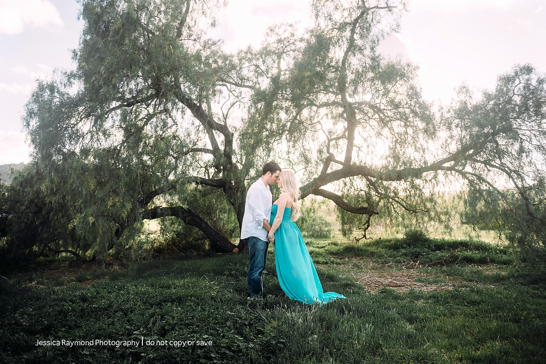 rancho penasquitos maternity session couple pose by tree