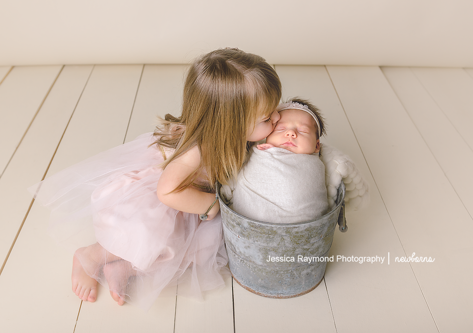 newborn pictures sibling pose