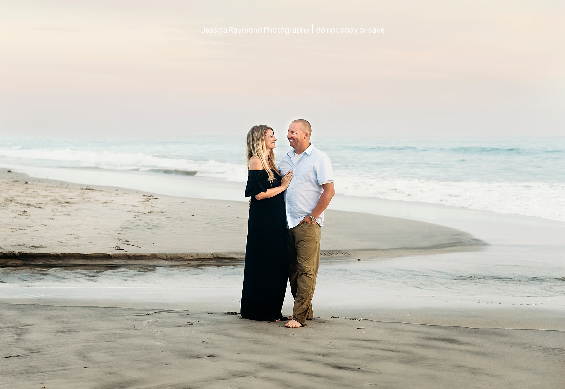 maternity beach picture ideas couple pose