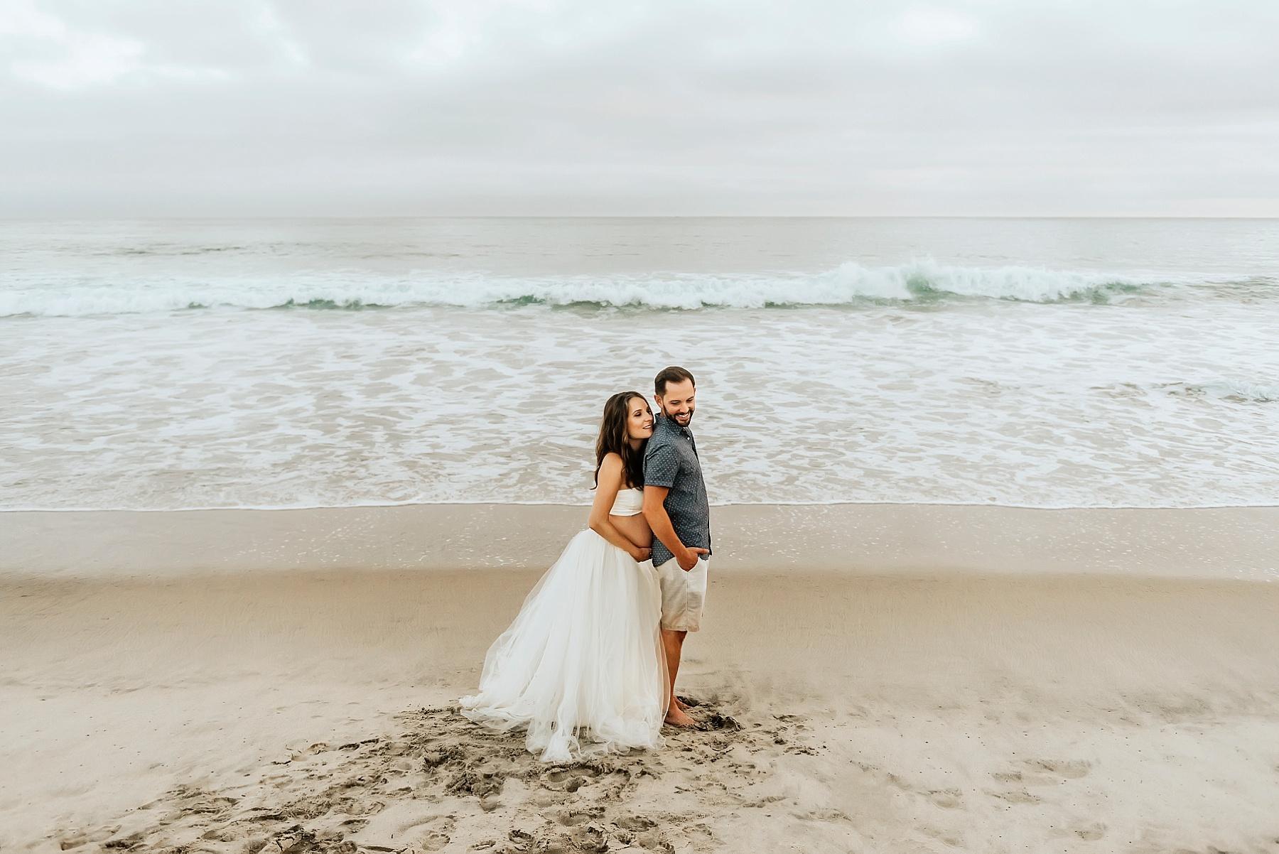 beach pregnancy photo shoot couple pose