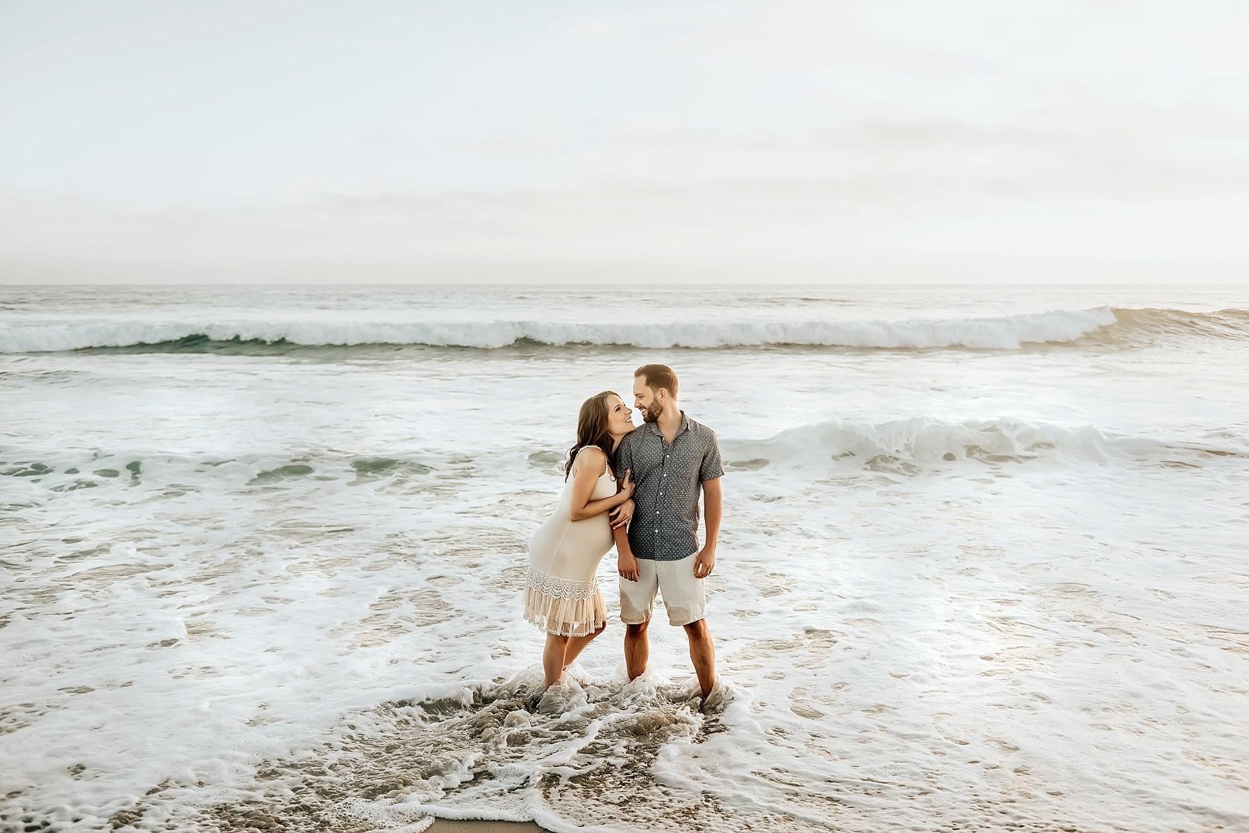 beach pregnancy photos couple in water