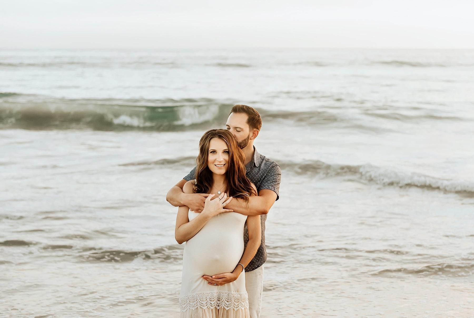 pregnancy beach photography couple pose