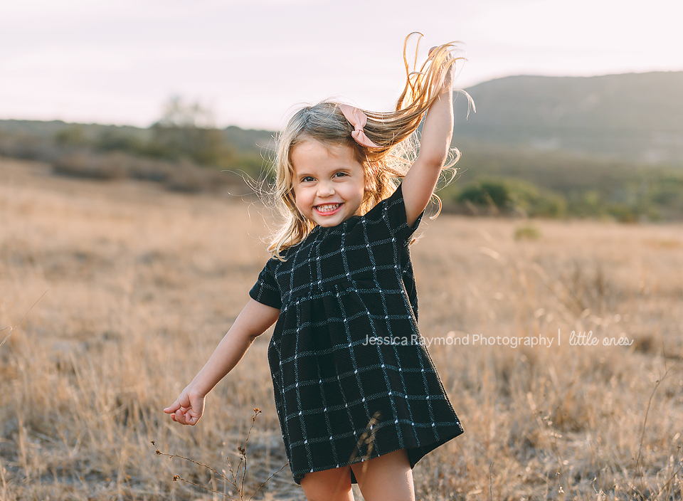 la costa lifestyle family photographer girl being silly
