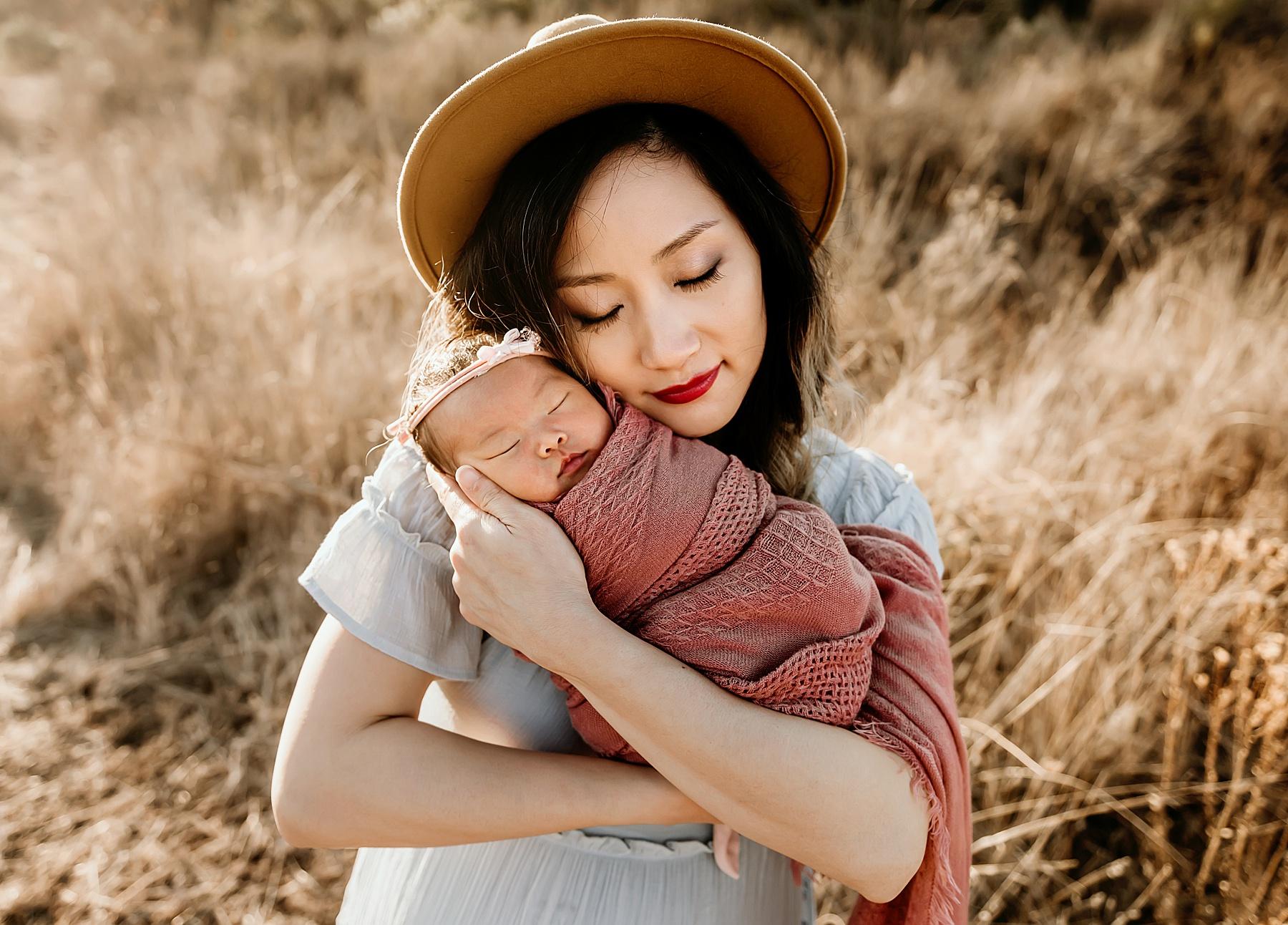 outdoor newborn pictures carlsbad mom baby girl