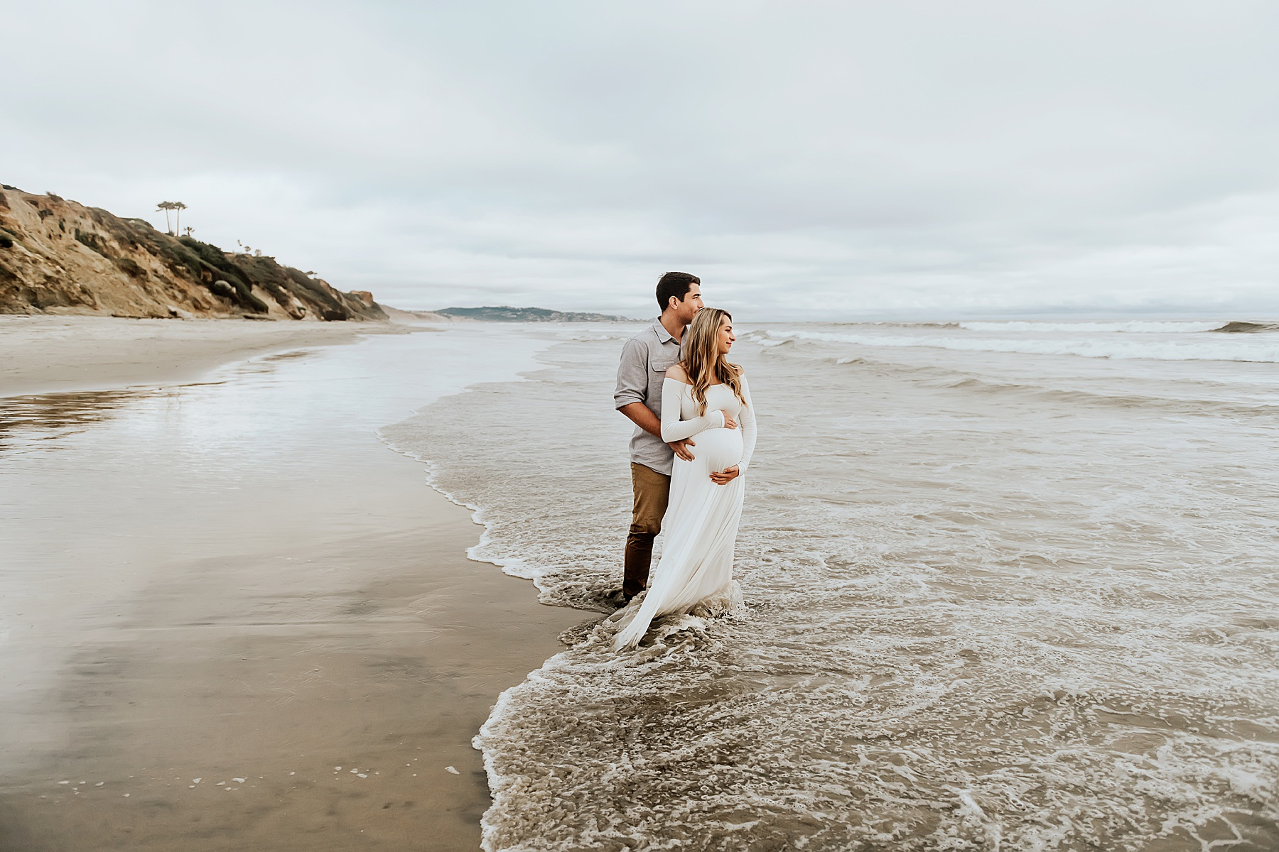 maternity photography del mar couple pose on beach