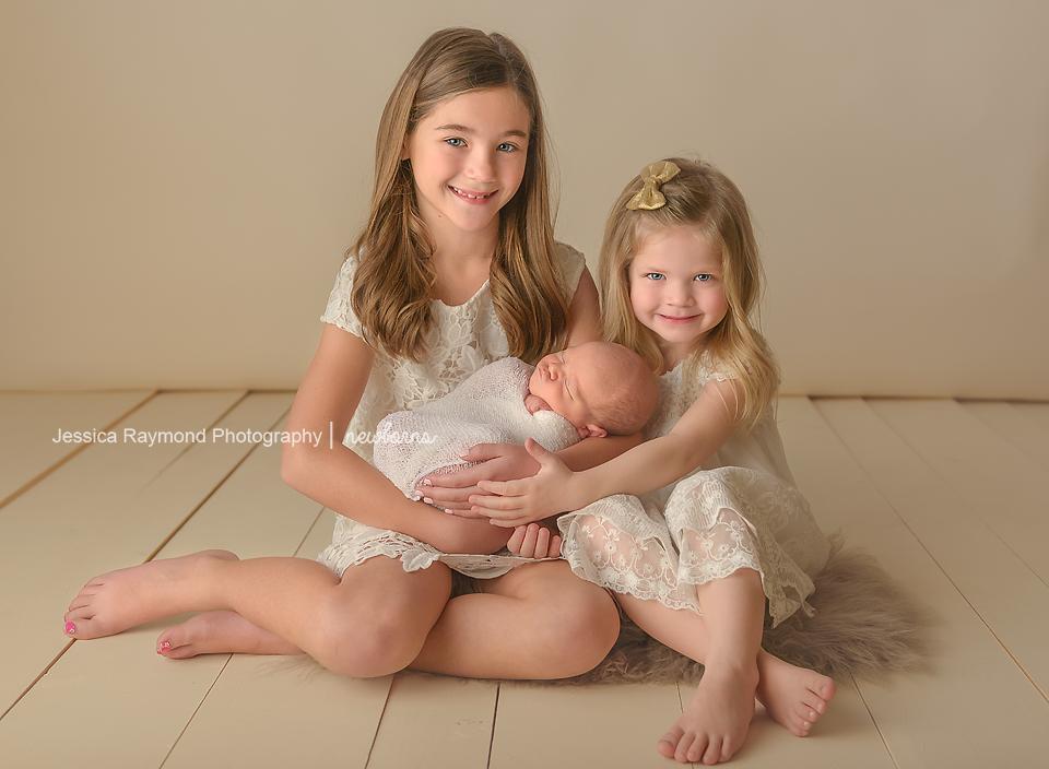 best baby photographer newborn sibling pose ideas