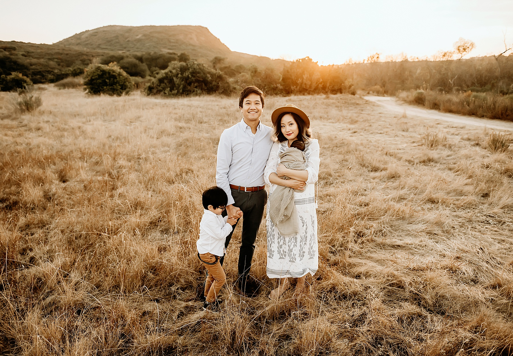 newborn pictures in open field family