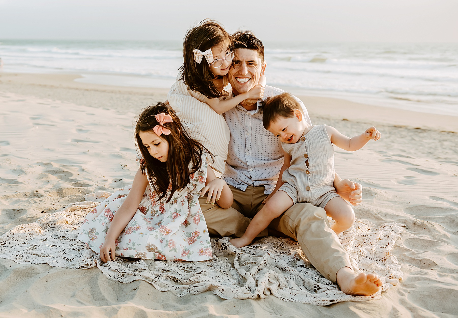 sunset family pictures del mar beach dad and kids