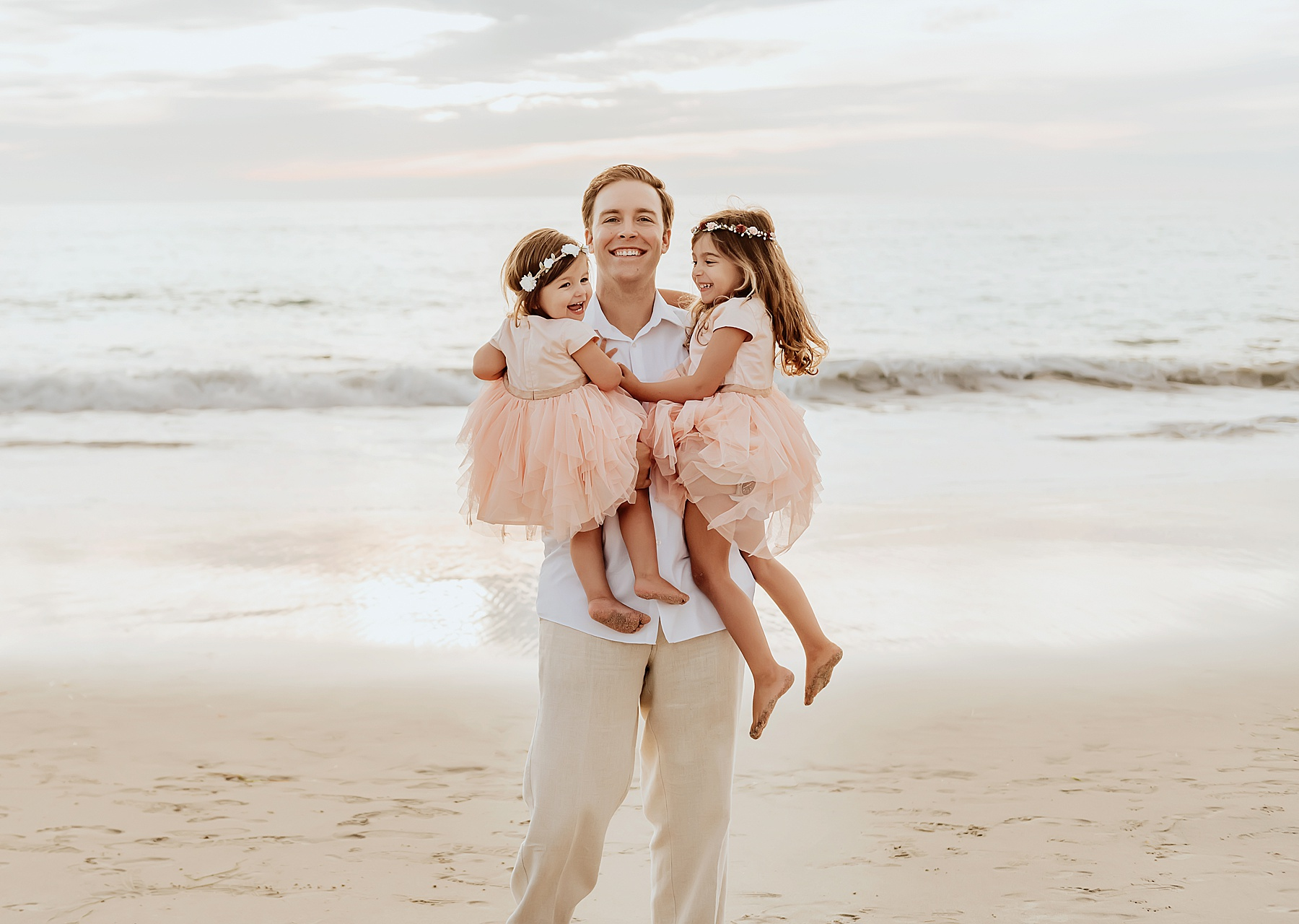 unique beach family photo ideas dad with daughters