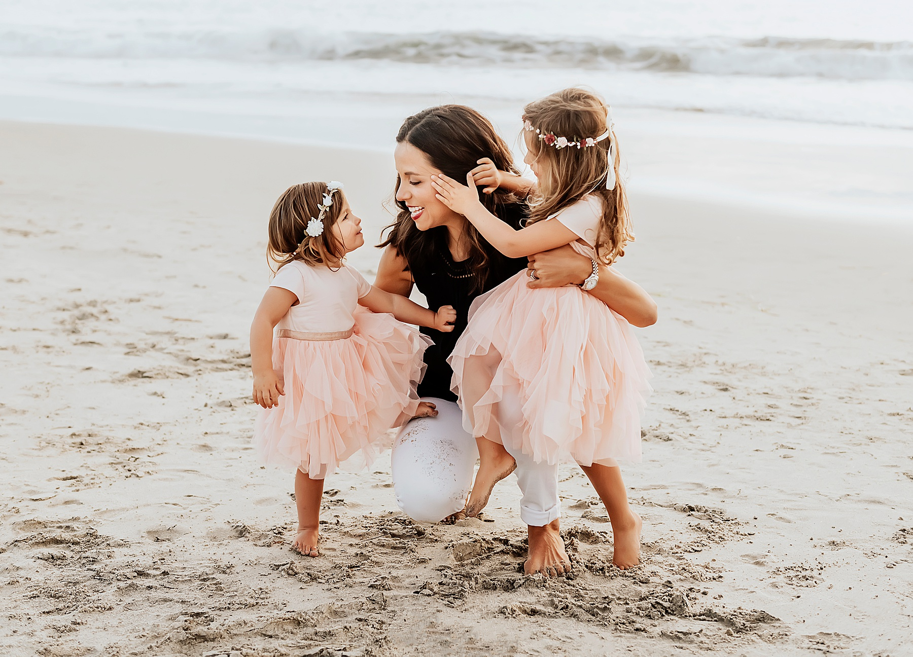 unique beach family photo ideas mom with daughters